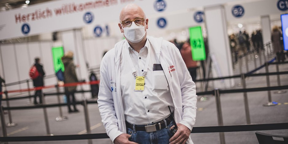 Dr. Dirk Heinrich im Hamburger Impfzentrum