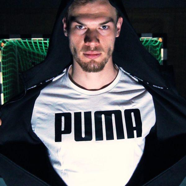 Finn Wullenweber trägt Puma
