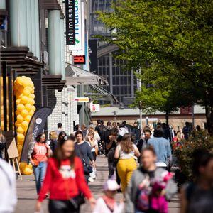 Die Hamburger Innenstadt soll sich wieder mit mehr Leben füllen so wie hier im vergangenen Frühjahr.