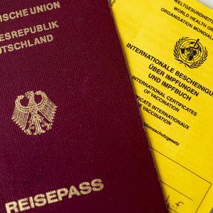 Seit den Corona- Lockerungen steigt in Hamburg die beantragten Reisepässe und Personalausweise. (Symbolbild)