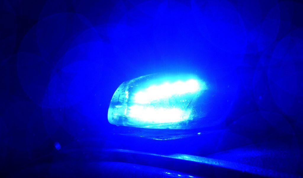 Blaulicht der Polizei leuchtet.