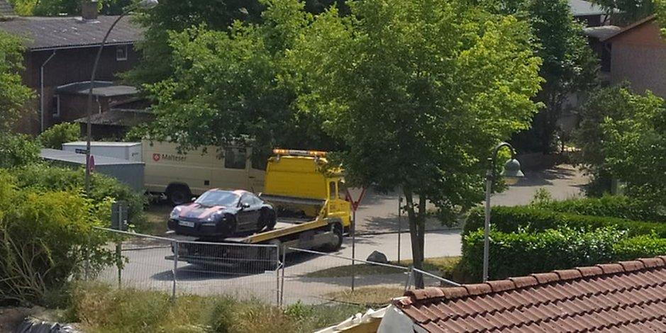 n einer Garage in Ahrensburg wurde der Porsche von Udo Lindenberg gefunden. Zuvor hatten ihn Unbekannte aus der Tiefgarage des Hotels Atlantic geklaut.