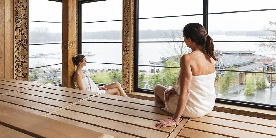 Frauen nackt in sauna