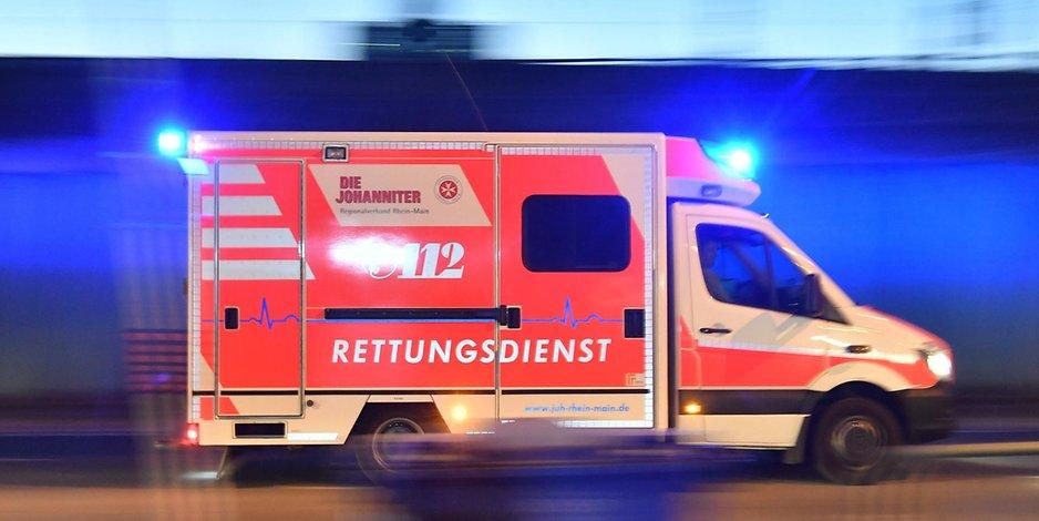 Rettungswagen im Einsatz (Symbolbild).