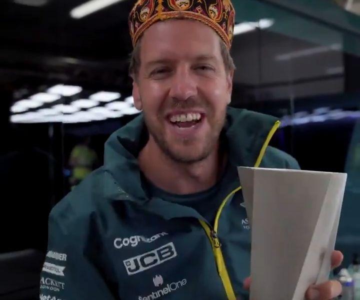 Vettel mit Pokal