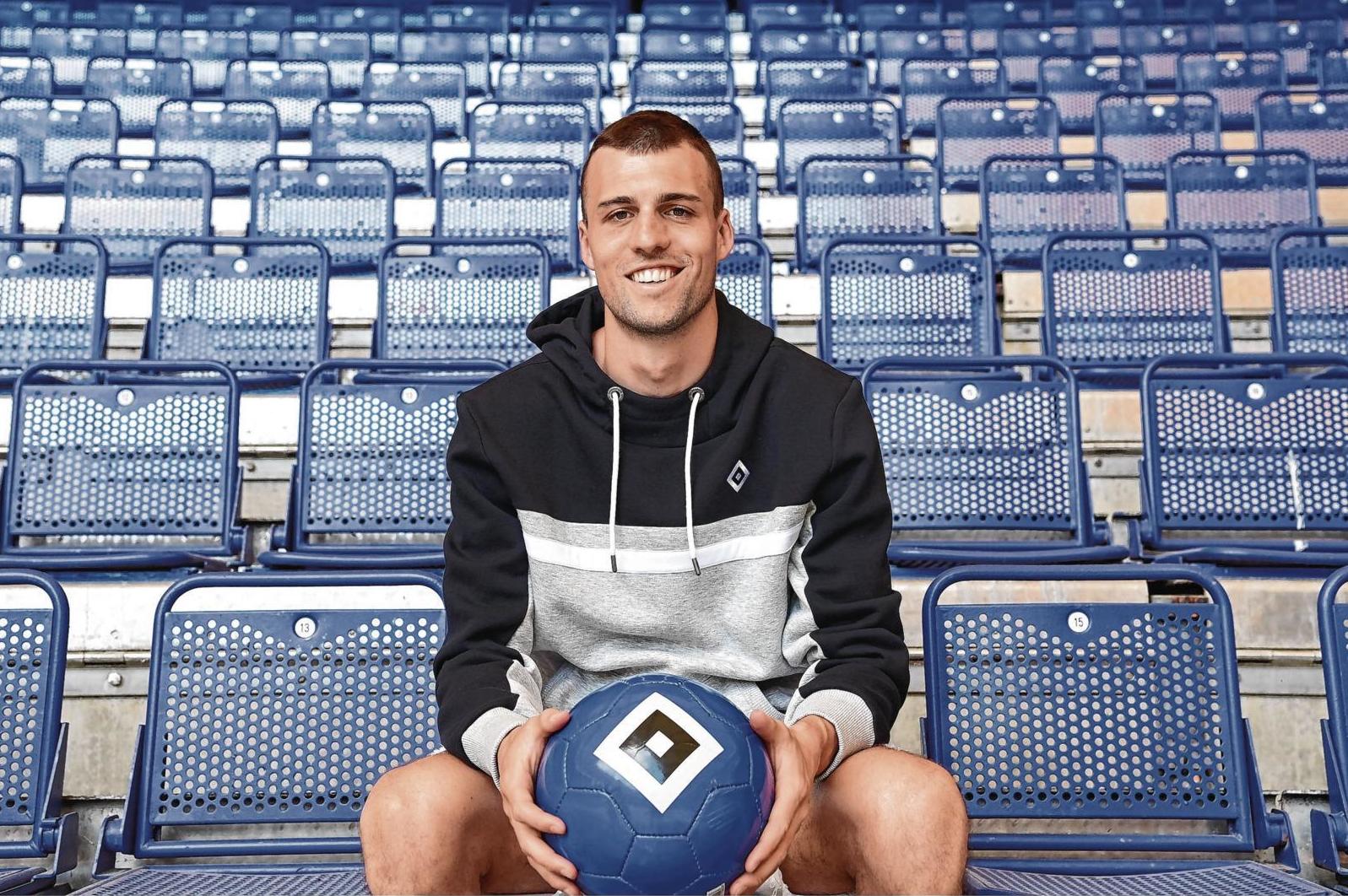 Jonas Meffert bei seinem ersten Shooting als HSV-Profi. Bis 2024 hat er unterschrieben.