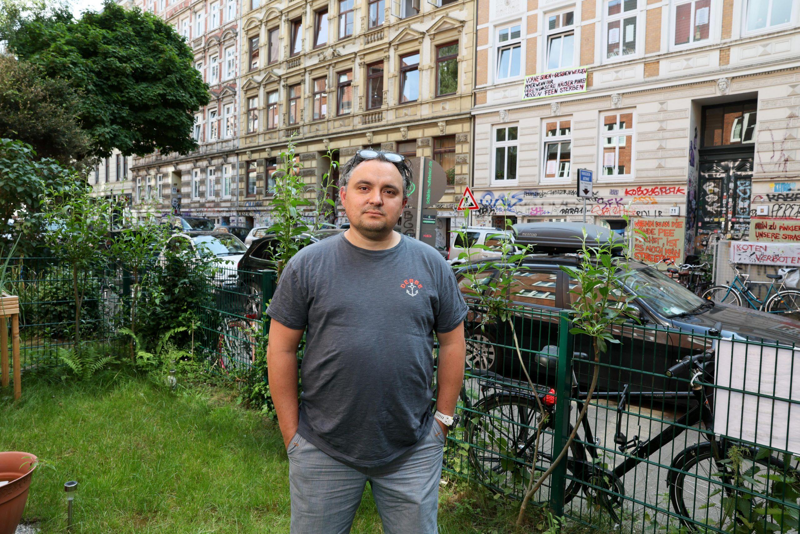 Anwohner mit einem kleinen Garten, John Rosenau.