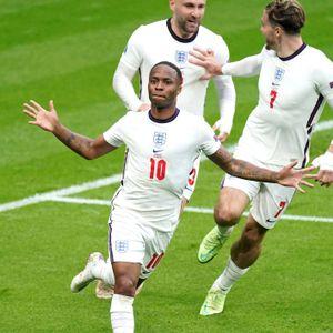 Raheem Sterling feiert sein Siegtor für England