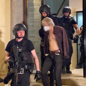 Großeinsatz in der Hamburger Neustadt am 16.6.2021: Festnahme eines Mannes in den Colonnaden. Er steht zunächst in Verdacht, auf eine Möwe geschossen zu haben, was sich aber nicht erhärtet.