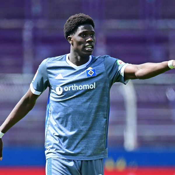 Amadou Onana im HSV-Trikot