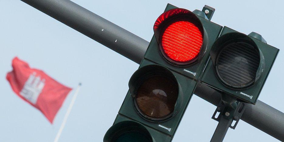Die Hamburger Polizei hatte bei diversen Kontrollen Rotlicht-Sünder im Visier (Symbolbild).