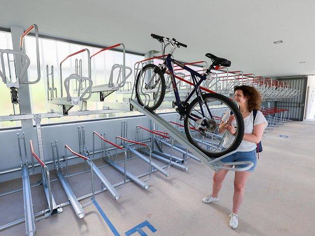 MOPO-Reporterin Annalena Barnickel testete das Fahrradparkhaus in der Kellinghusenstraße.