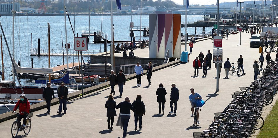 Blick auf die Hafenpromenade in Kiel