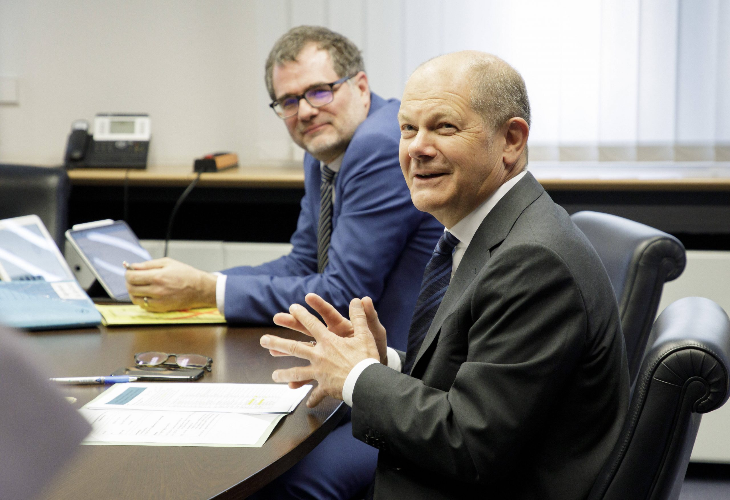 Bundesfinanzminister Olaf Scholz (SPD) und Staatssekretär Wolfgang Schmidt im Jahr 2020.