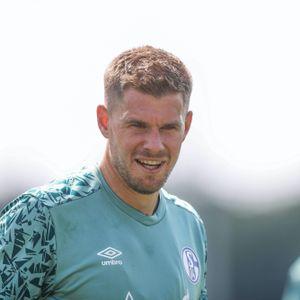 Ex-HSV-Stürmer Simon Terodde beim Schalker Trainingsauftakt