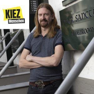 Max Kuhl vor seinem laden