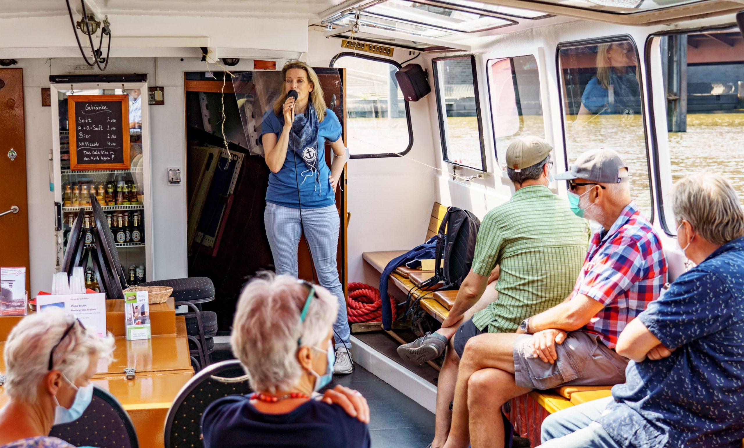 Brunk zeigt auf ihren Touren durch den Hamburger Hafen verborgene Ecken der Stadt.