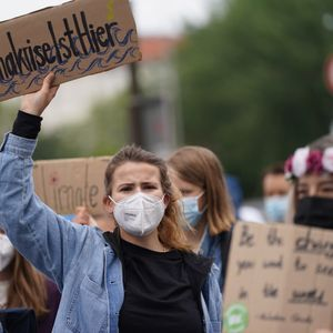 Klimaaktivistin Luisa Neubauer demonstriert mit dem Bündnis Fridays for Future.