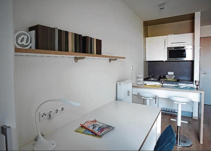 Mit ein paar Möbeln im Zimmer treiben Anbieter auch in Hamburg den Mietpreis künstlich in die Höhe.