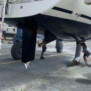 Das Ruder der Yacht wurde von den drei Orcars bei dem Angriff komplett zerfetzt.