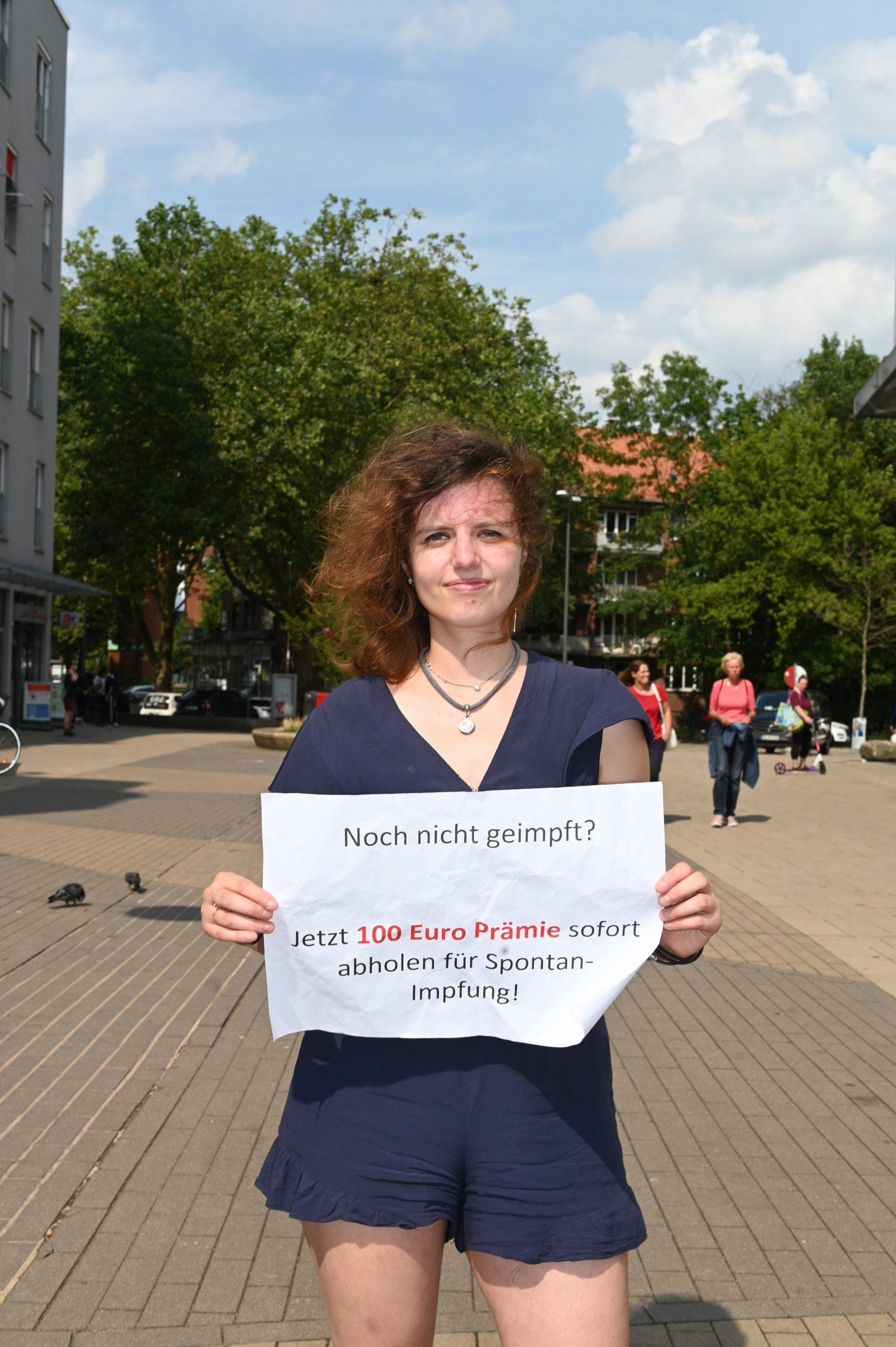 Spontan-Impfung gegen eine Prämie von 100 Euro? MOPO-Reporterin Annalena Barnickel hat den Test in Hamburg gemacht.