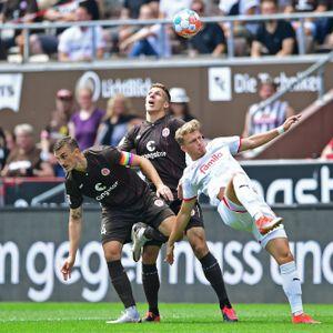 Philipp Ziereis (l.) und Jakov Medic räumten gegen Kiel ab. Ex-HSV-Stürmer Fiete Arp hatte einen schweren Stand.