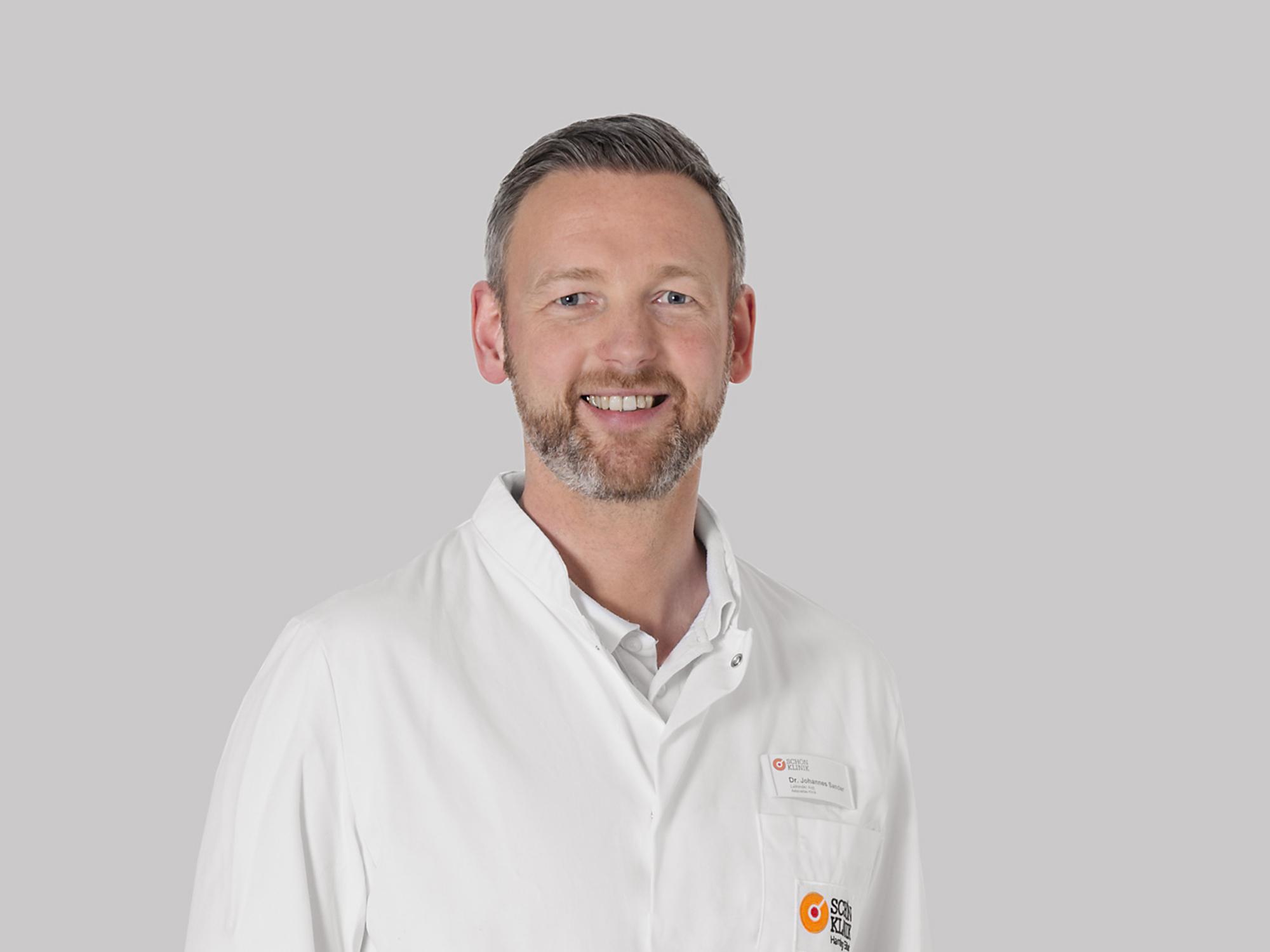 Dr. Johannes Sander ist der Chefarzt der Adipositas Klinik an der Schön Klinik in Hamburg Eilbek.