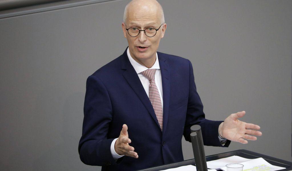 Hamburgs Bürgermeister Peter Tschentscher (SPD) setzt sich für strengere Verträge ein.