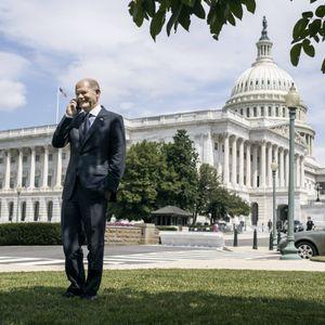 Olaf Scholz vor dem US-Kapitol in Washington