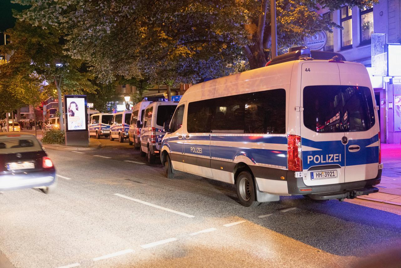 Die Polizei war mit einem Großaufgebot auf dem Kiez im Einsatz.