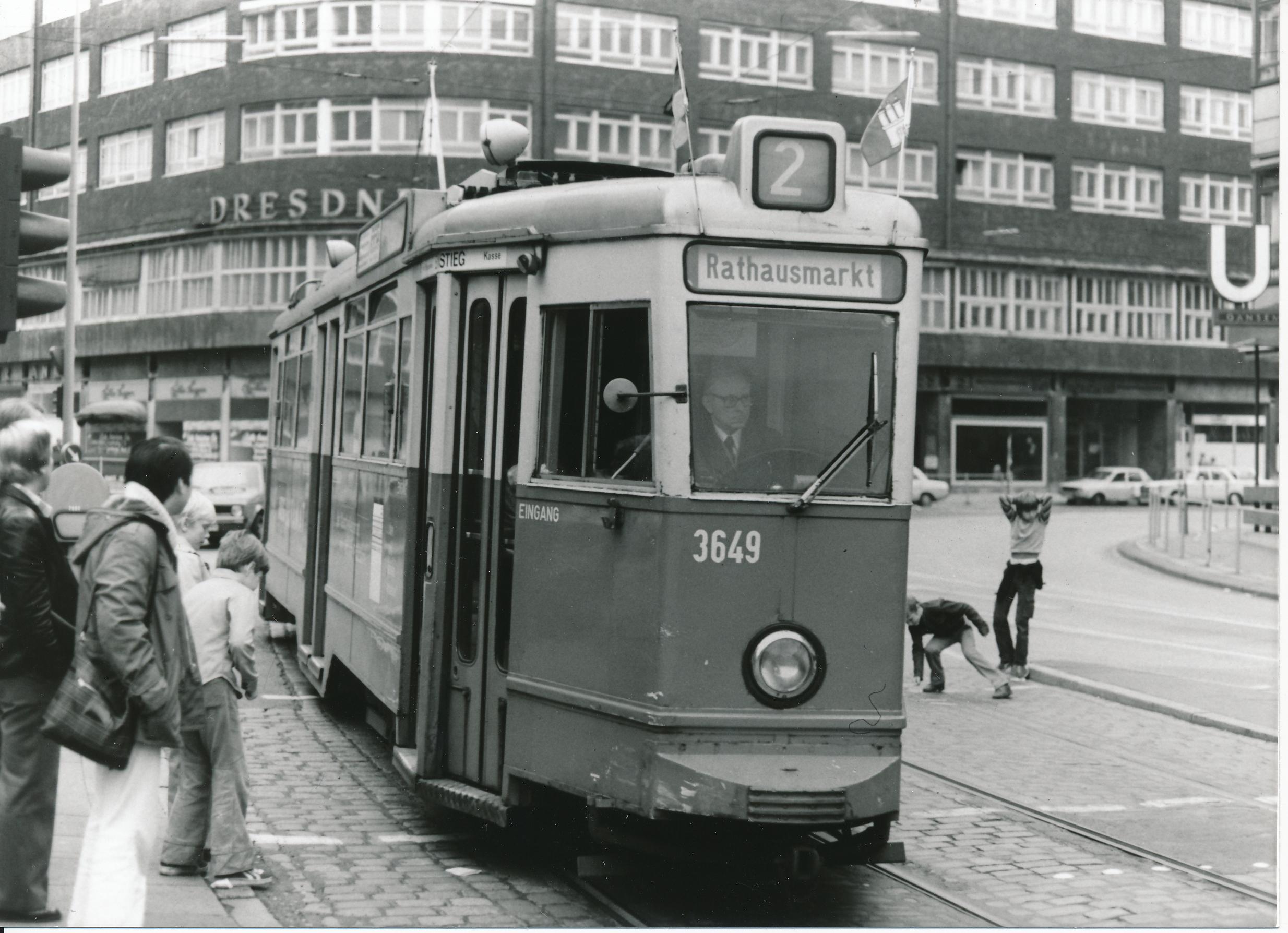 Archiv-Bild einer Straßenbahn in Hamburg
