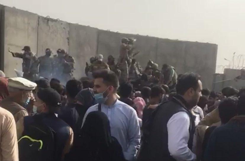 Der Zugang zum Flughafen in Kabul wurde offenbar abgeriegelt.
