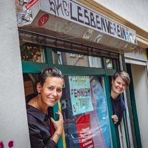 Gila Rosenberg (links) und Vanessa Lamm vom JungLesbenzentrum auf St. Pauli.