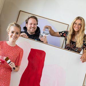Viva con Agua: Geschäftsführerin Carolin Stüdemann (r.) trifft die Malerin Annabelle von Georg und Arne Vogler von Viva con Agua Arts.