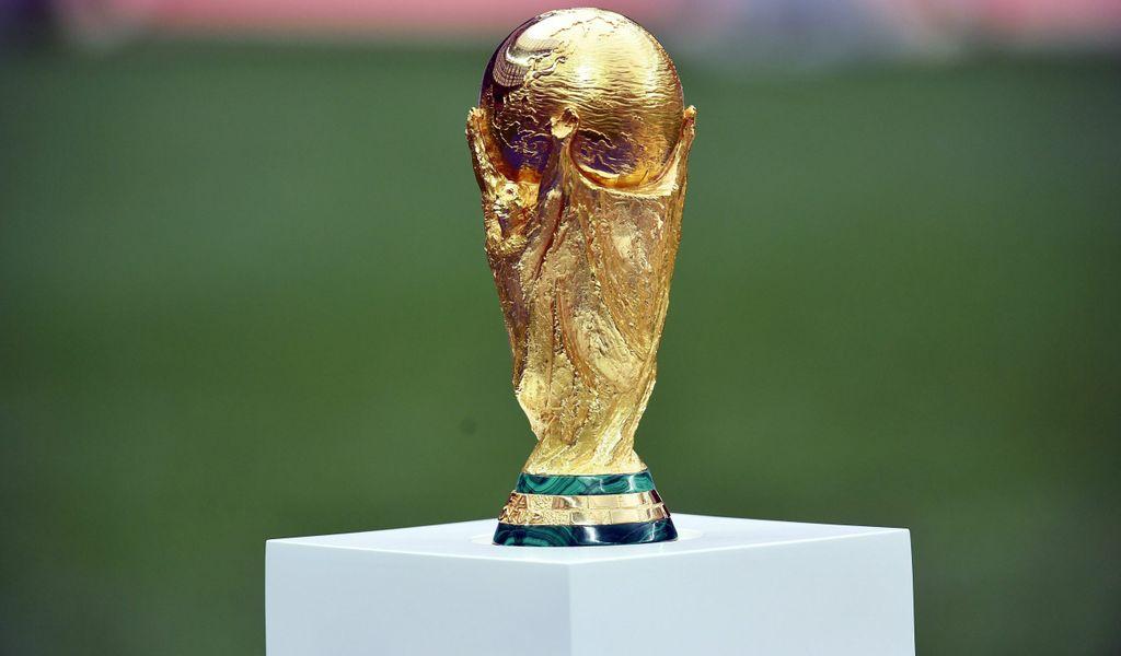 Die Fußball-WM in Katar ist höchst umstritten. Durch die Verbindungen des Gastgebers zu den Taliban fordern die Kanzlerkandidat*innen Baerbock und Laschet den Boykott der WM