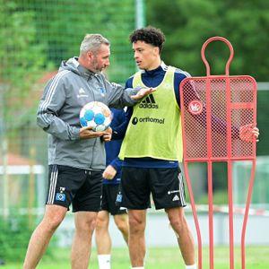 Tim Walter mit Jonas David im Training