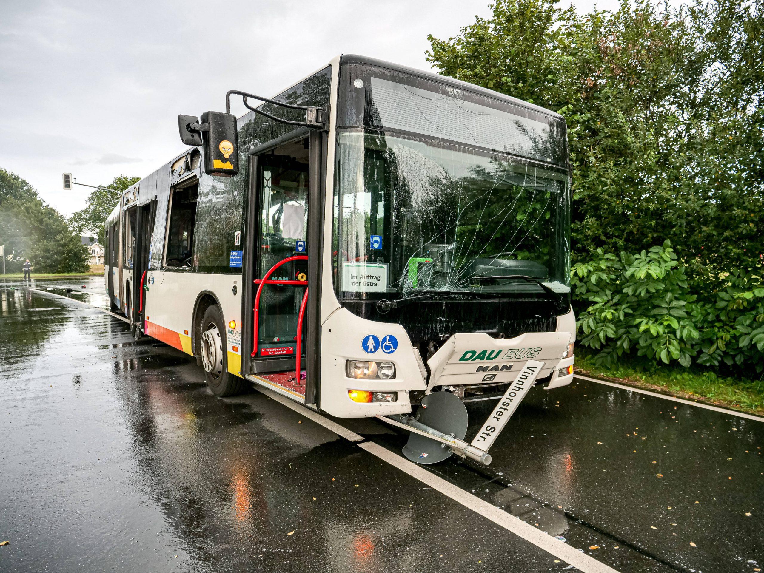 Zerstörter Bus Front-Ansicht