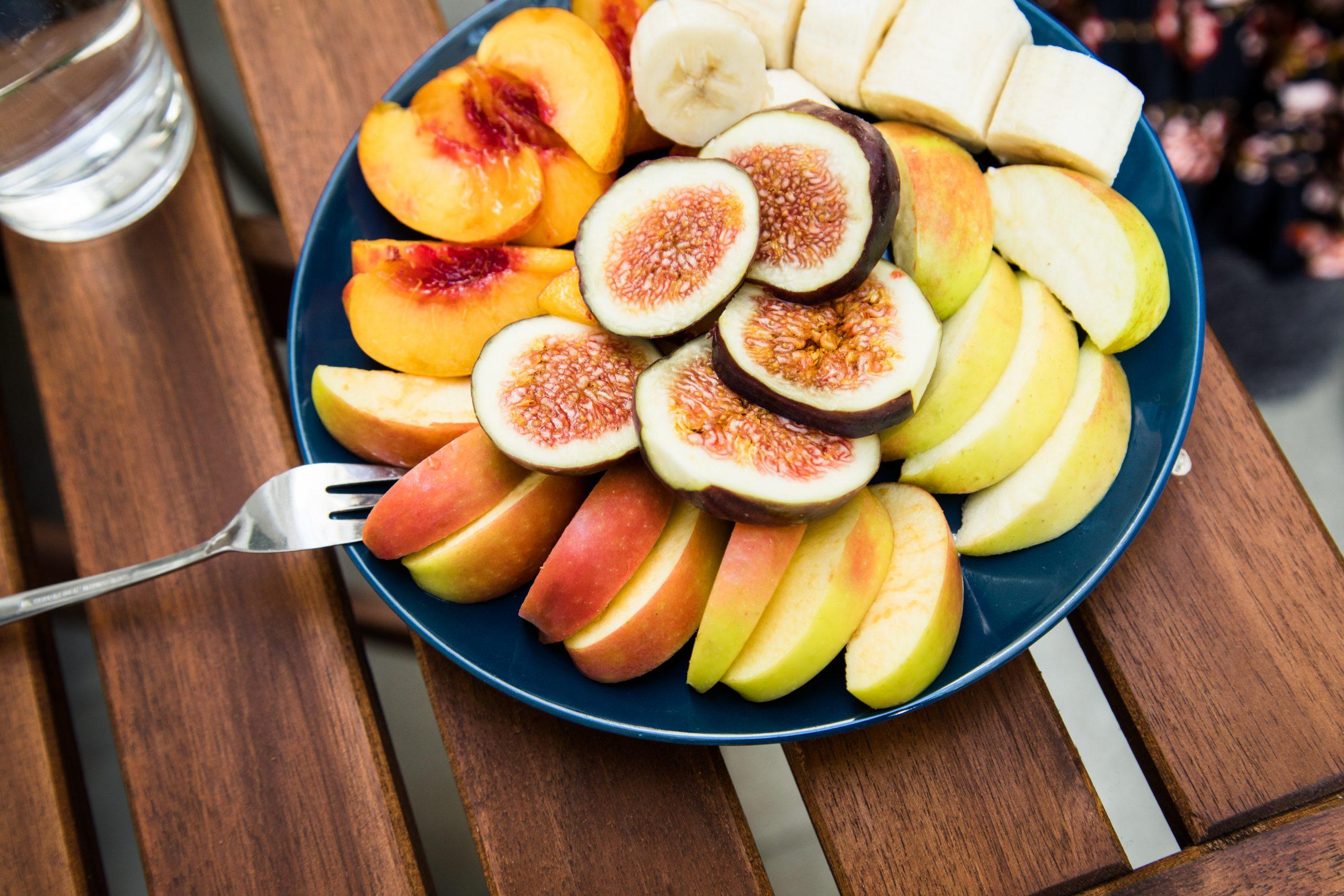 Ein gesunder Obstteller kann leider auch Blähungen verursachen. Wegen des vielen Fruchtzuckers.