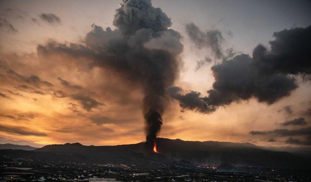 Vergangenen Sonntag brach der Vulkan Cumbre Vieja auf der Kanareninsel La Palma aus - jetzt zieht eine giftige Schwefel-Wolke Richtung Hamburg.