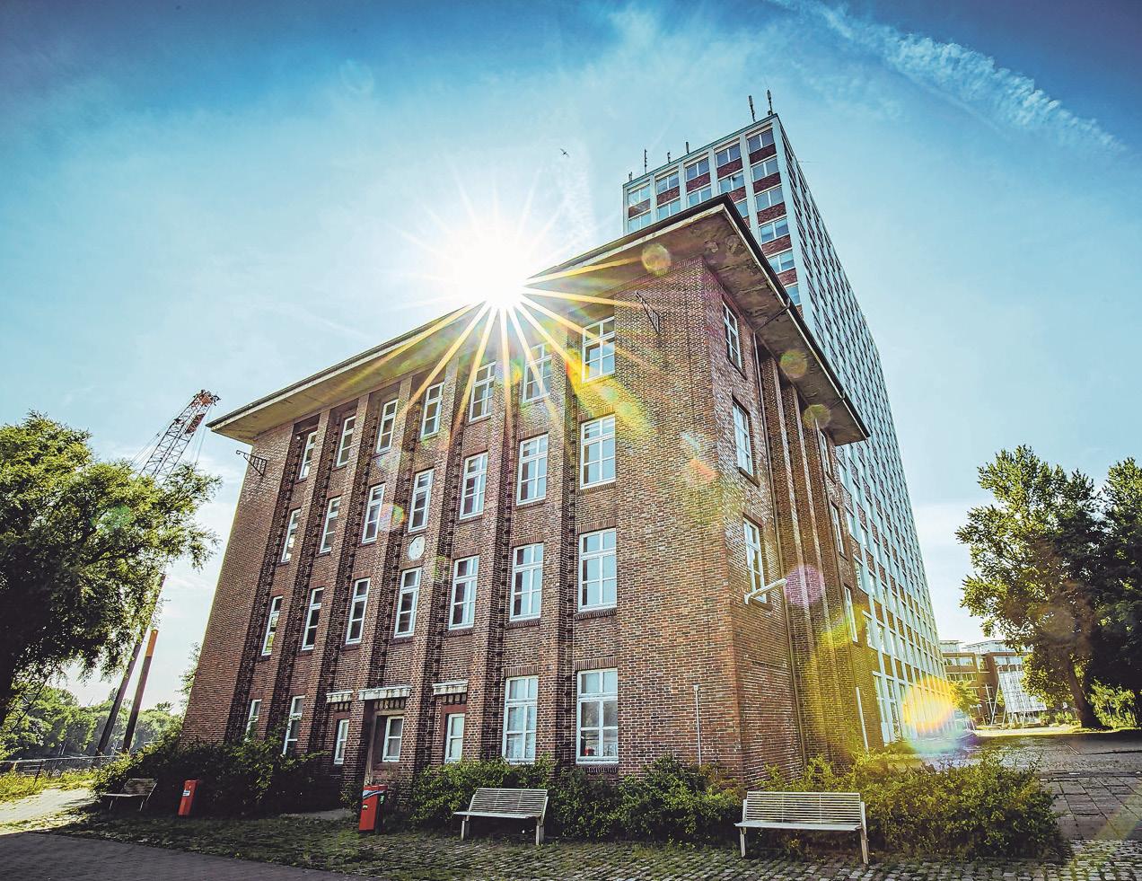 Dieses 100 Jahre alte Gebäude am Hochhaus bleibt erhalten und wird saniert.