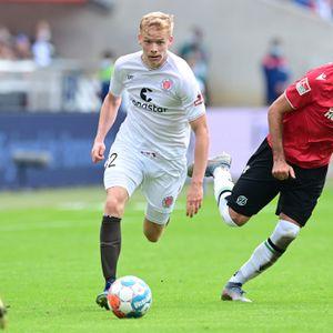 Jannes Wieckhoff (l.) gehörte beim 0:1 in Hannover zu den besseren St. Pauli-Spielern.