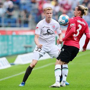 Jannes Wieckhoff (l.) gegen Hannovers Niklas Hult
