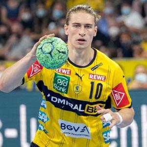 Juri Knorr schaut mit den Rhein-Neckar Löwen bei Hamburgs Handballern vorbei.