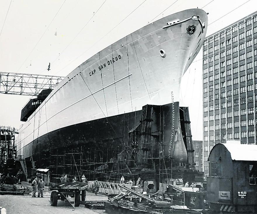 """Direkt vor dem Werft-Verwaltungsbau entstand 1962 die """"Cap San Diego""""."""