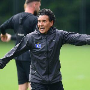 Ricardo Moniz gibt den HSV-Talenten beim Training die Richtung vor.