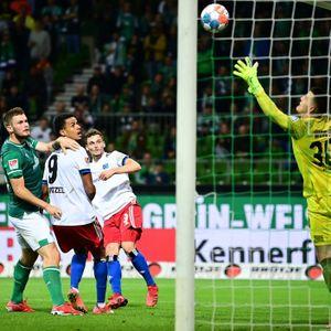 Moritz Heyer trifft zum 2:0 des HSV in Bremen