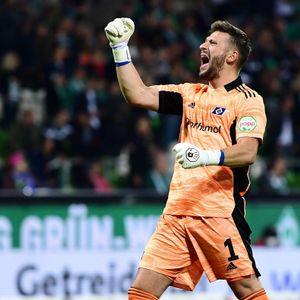 Daniel Heuer Fernandes schreit seine Freude heraus. Der HSV-Torwart zeigte im Derby eine starke Leistung.