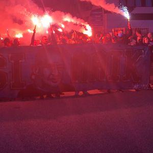 HSV-Trauermarsch rund um das Volksparkstadion.