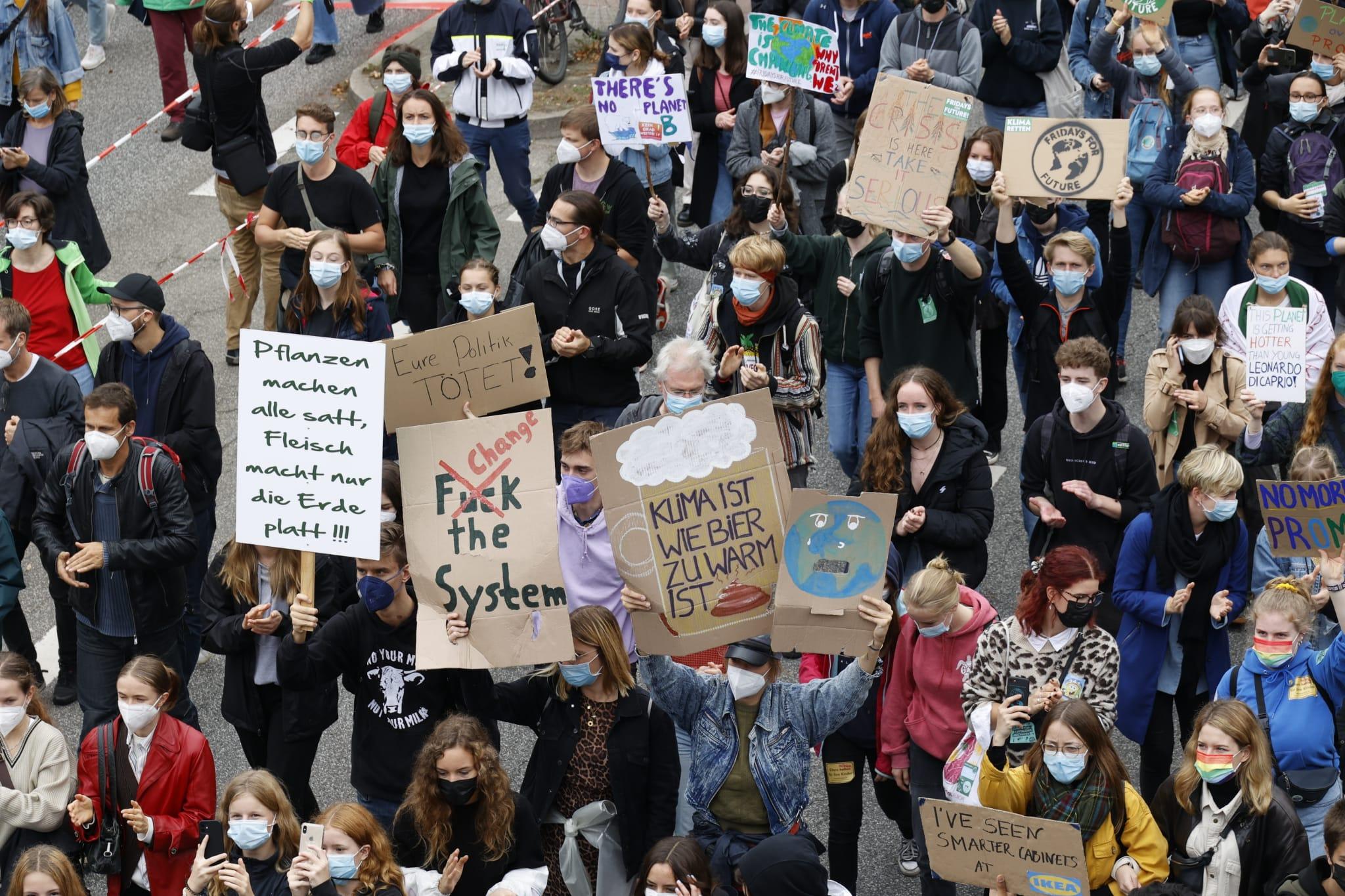 Teilnehmer:innen beim Klimastreik in Hamburg.