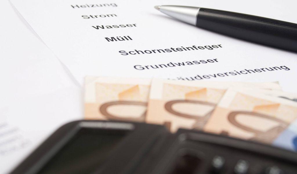 Abwasser, Abfall und Grundsteuer kosten eine vierköpfige Hamburger Familie rund 1300 Euro im Jahr. (Symbolbild)